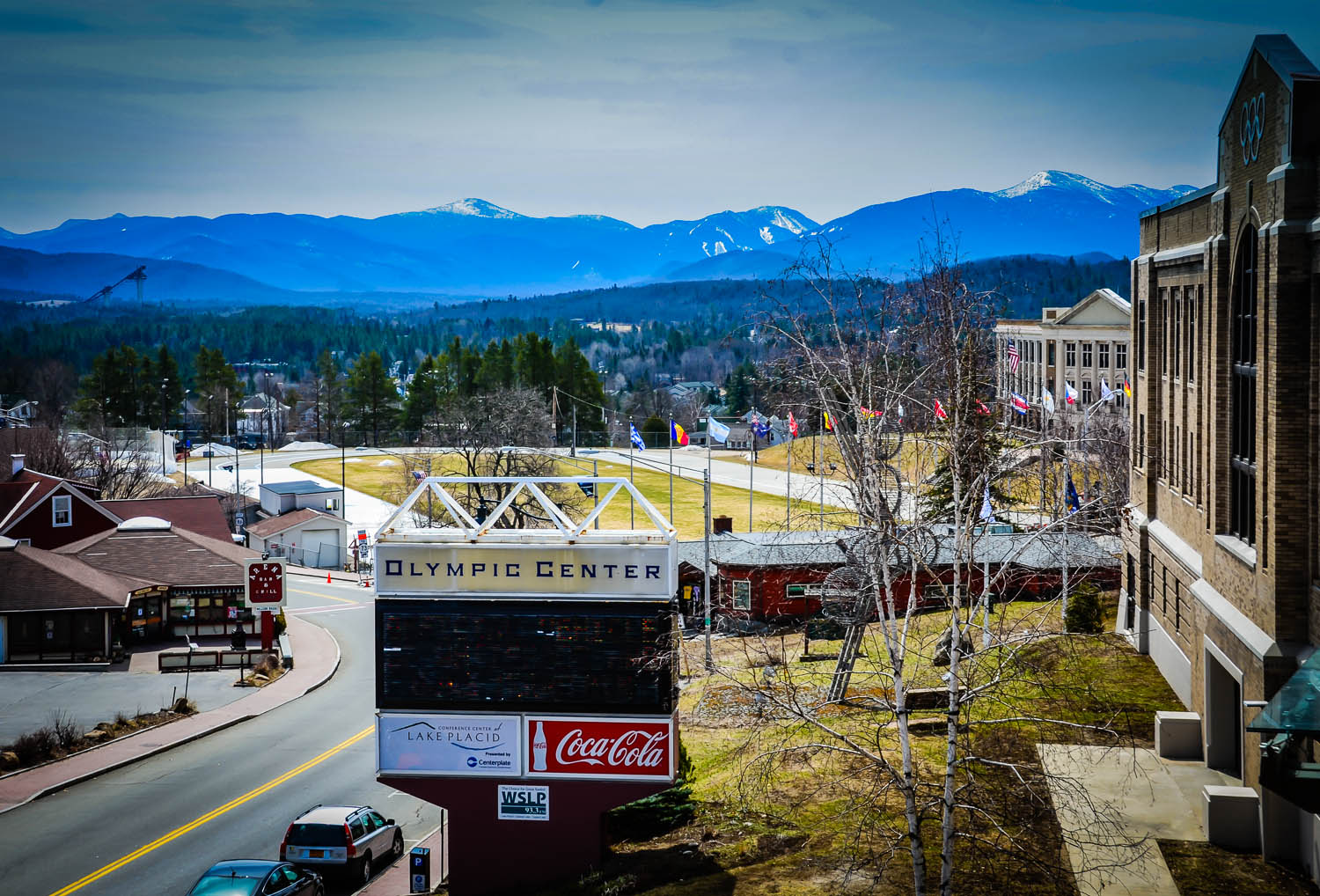 lake placid Enjoy comfortable beds, new hot tub, gym, rec room, pool table, wi-fi, work  center, and a on-site restaurant with a perfect location in charming lake placid.