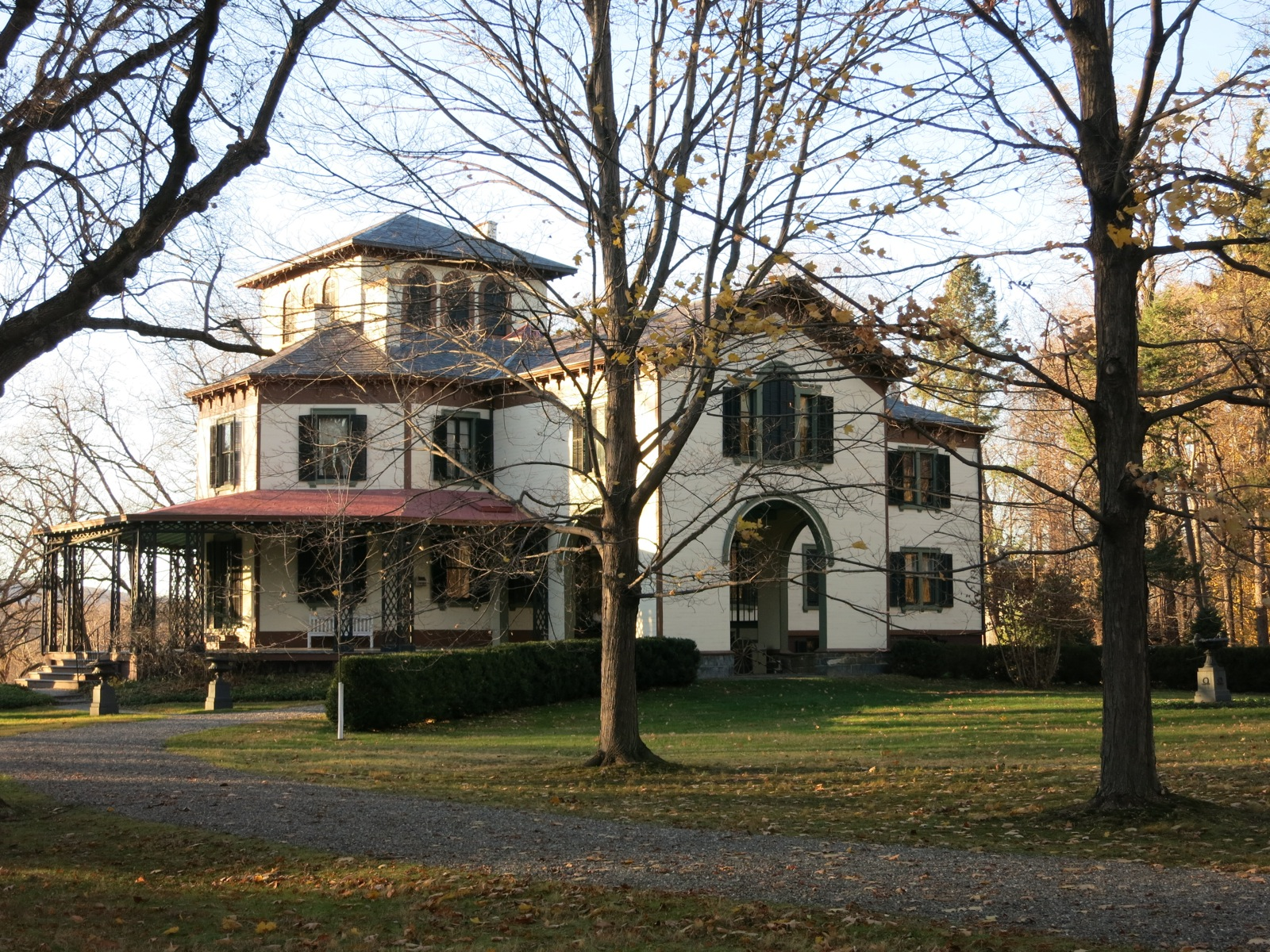 Hyde park ny home to a radical us president and top chefs for Grove house