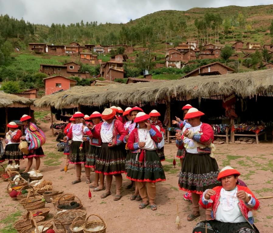 Planterra-Womens-Weaving-2-Sacred-Valley-Peru