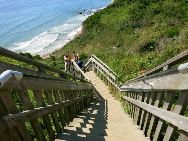 Stairway to Mohegan Bluffs Beach