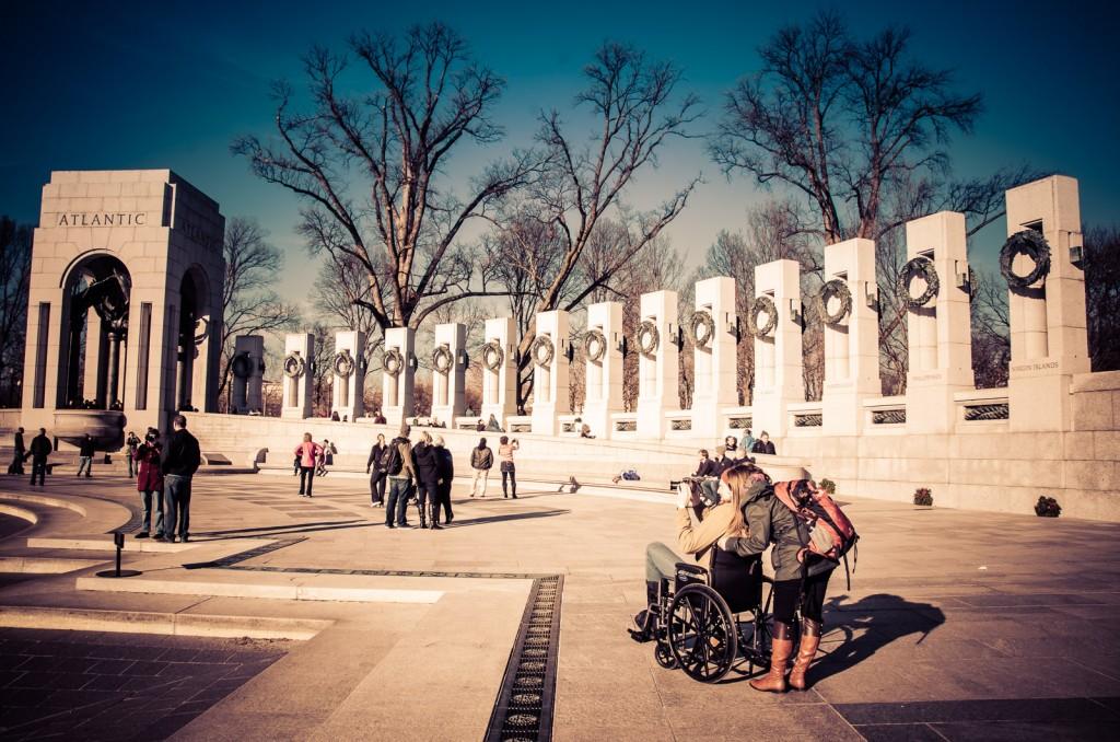 Veja o Memorial da Segunda Guerra Mundial em Washington DC num Dia