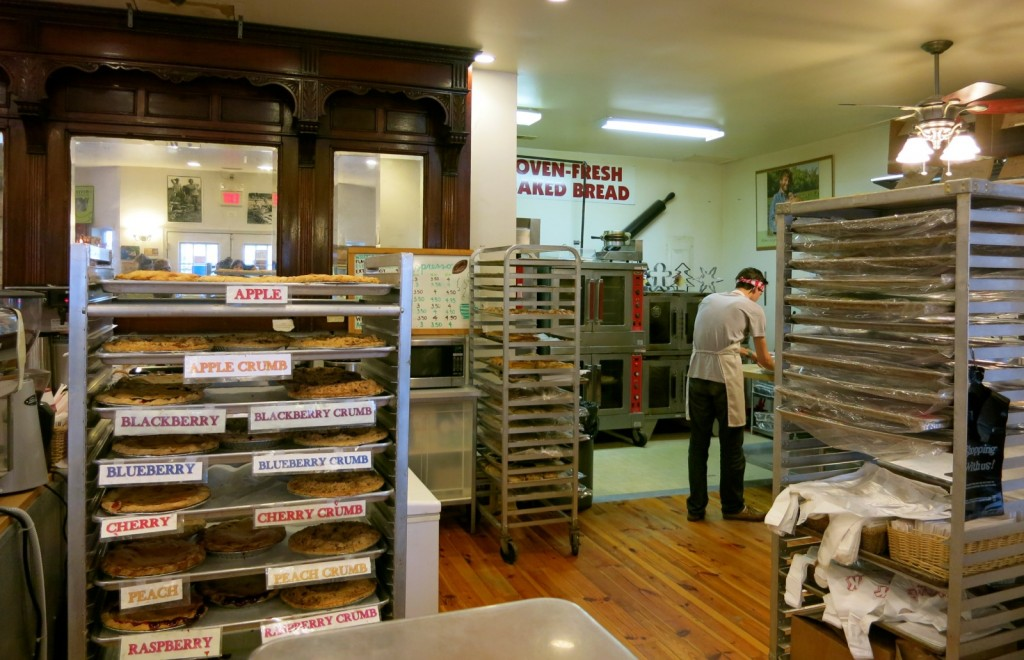 Mom's Apple Pie Shop, Occoquan VA