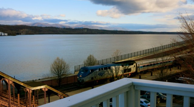 Train under Rhinecliff Hotel balcony