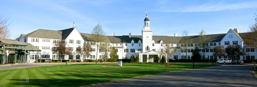 The Saratoga Resort From the Front