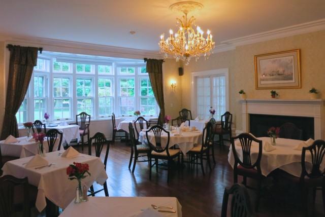 Breakfast room, Four Chimneys Inn