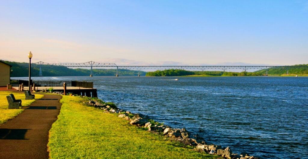 hudson river from catskill ny