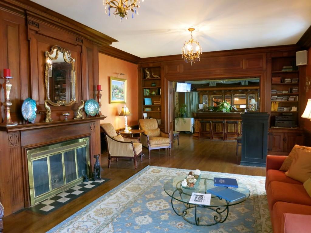 Yankee Clipper Inn Lobby