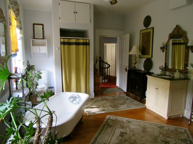 Honeymoon Suite bath, Causey Mansion, Milford DE