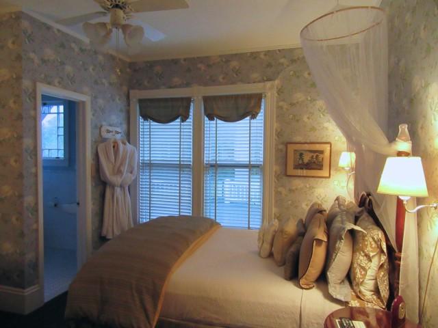 Room at Greenville Inn, ME