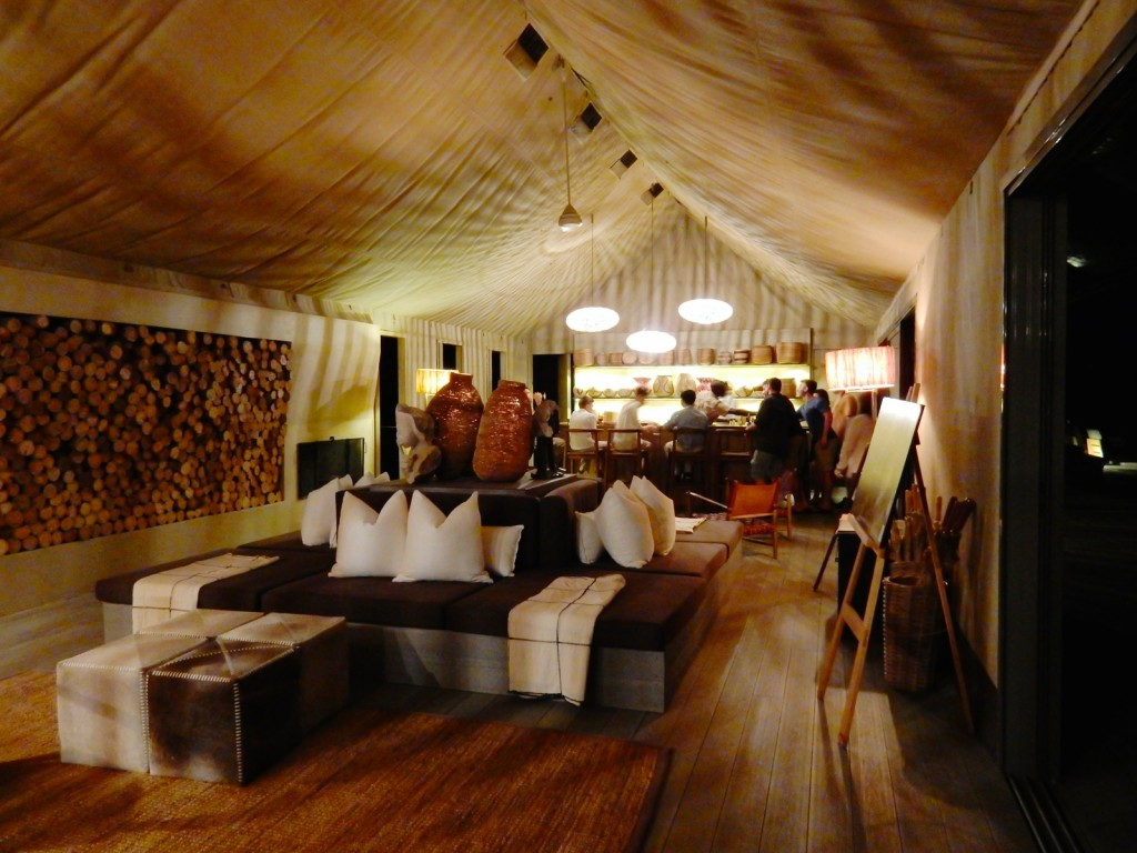 Main tent, bar, Linkwasha Camp