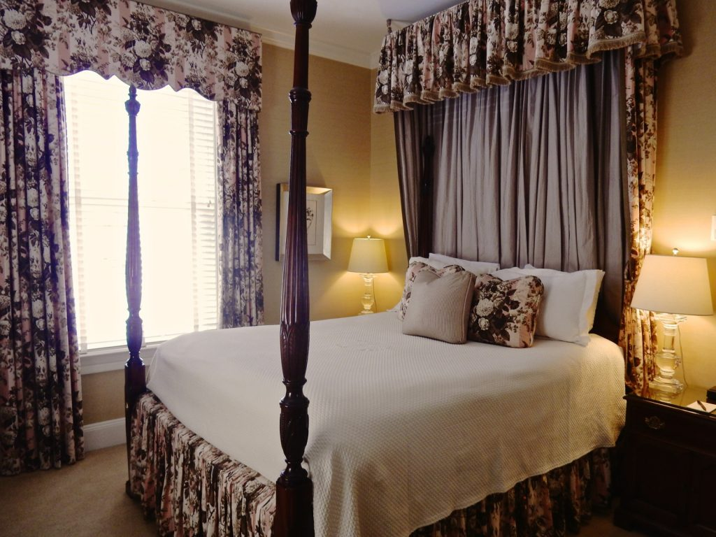 Four poster bed in guest room at Bernards Inn