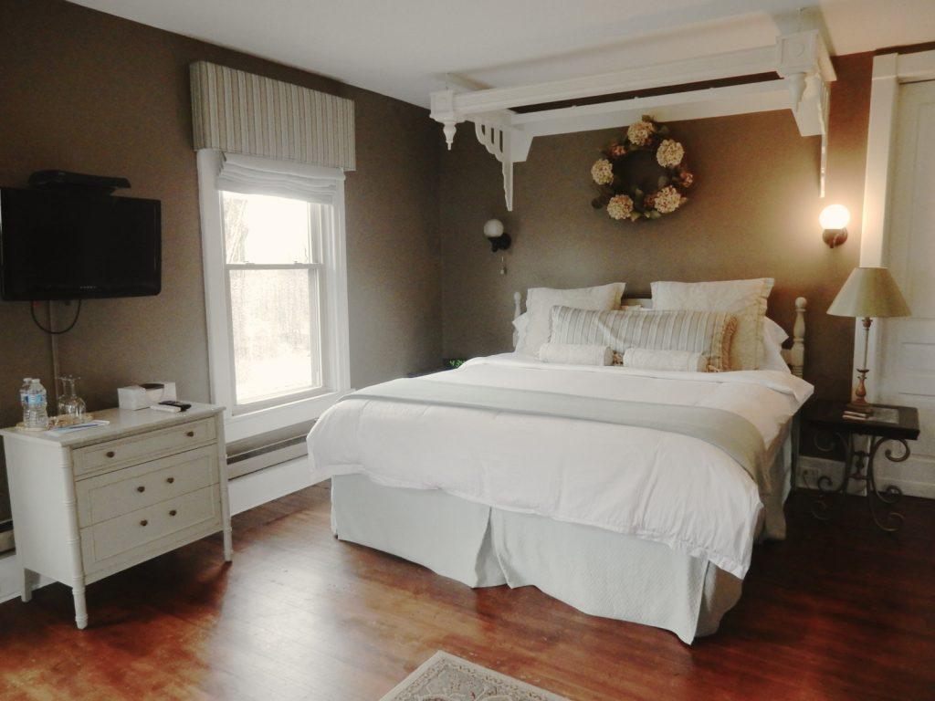 Guestroom, Inn at Ragged Edge, Chambersburg PA