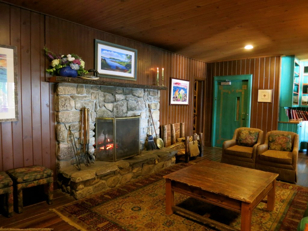 Migis Lodge Cozy Room