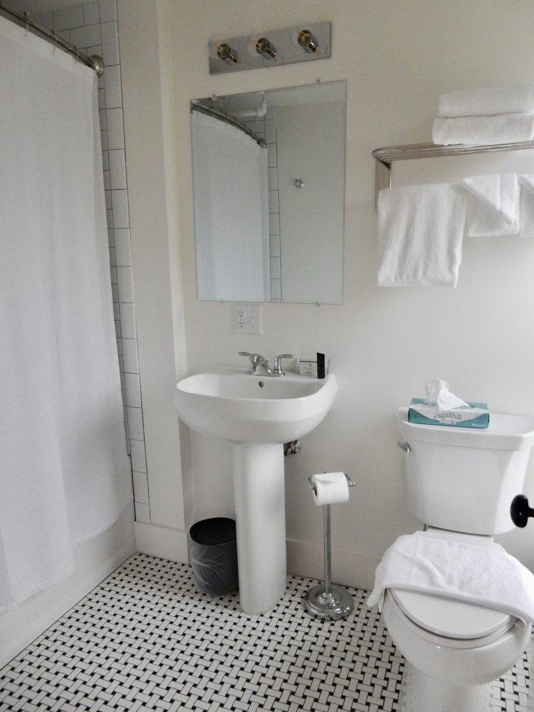 Bathroom Higgins Beach Inn ME