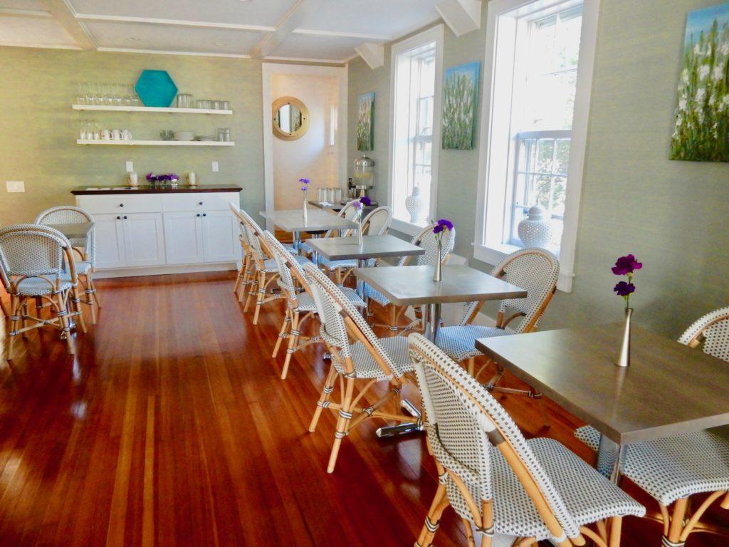 Breakfast Room - regatta Inn