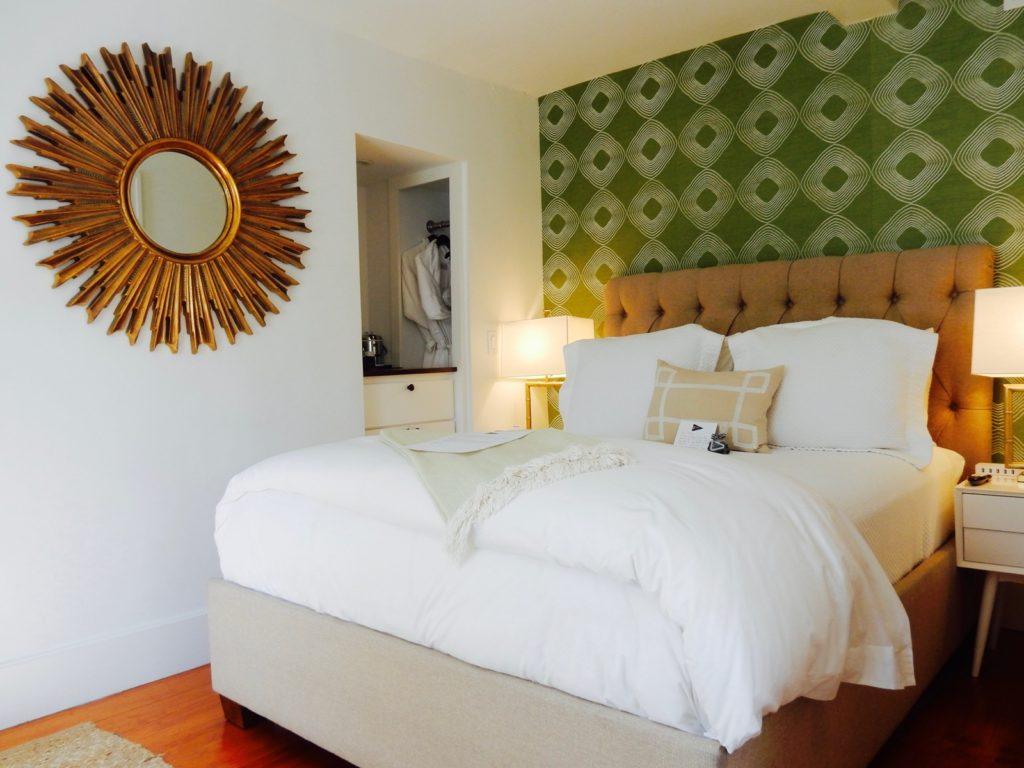 Guest room - Regatta Inn