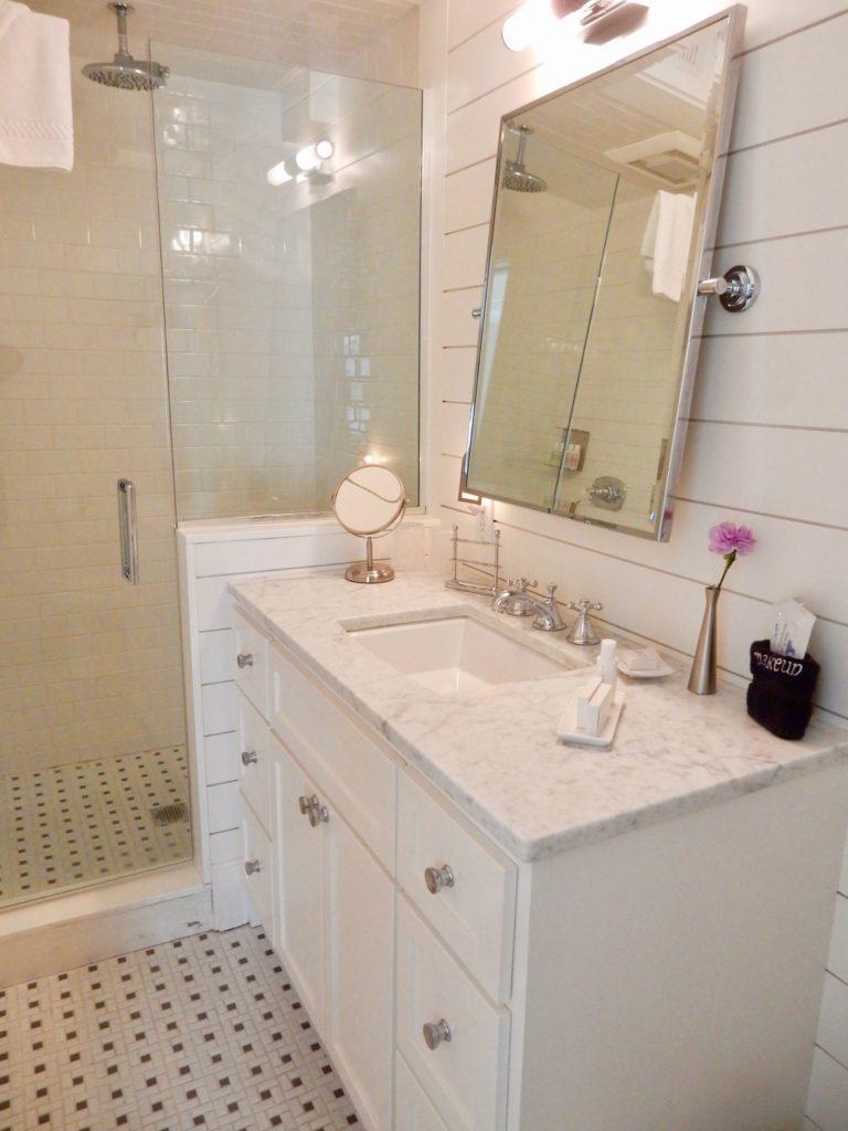 Bathroom - Regatta Inn