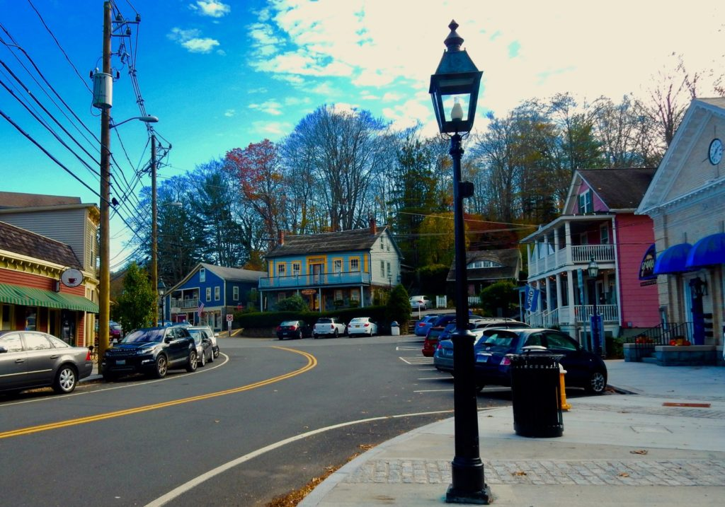 Downtown Chester CT on Connecticut River Getaway