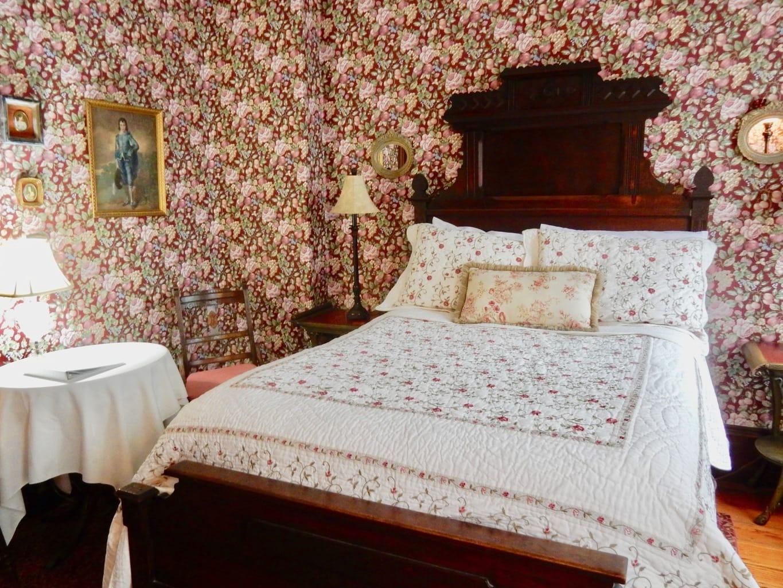 Elizabeth Room Faunbrook BnB West Chester PA