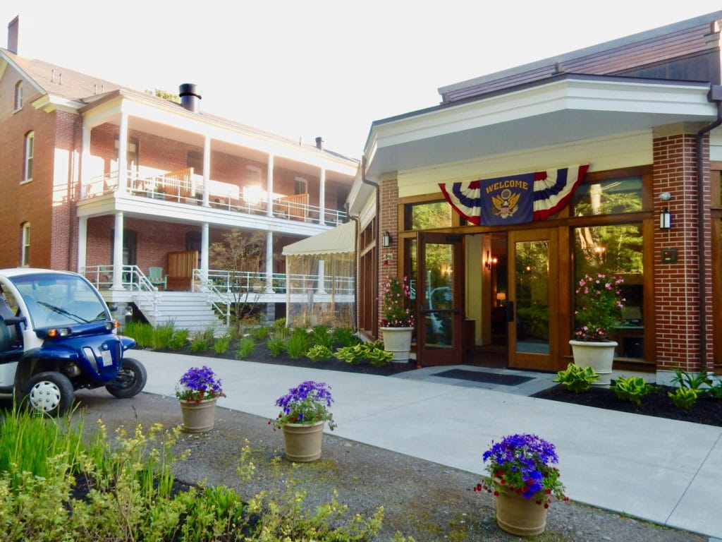 Entrance Inn at Diamond Cove ME