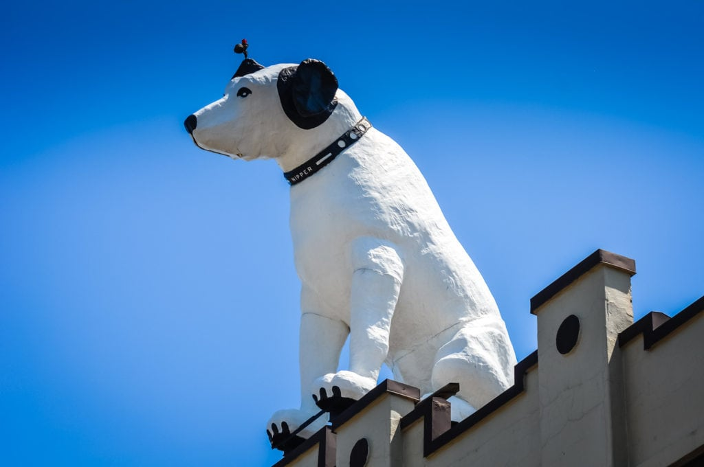 Nipper Statue on rooftop in Albany NY