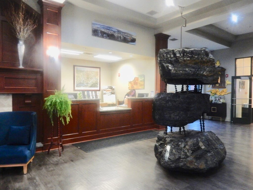 Lobby Hotel Anthracite Carbondale PA