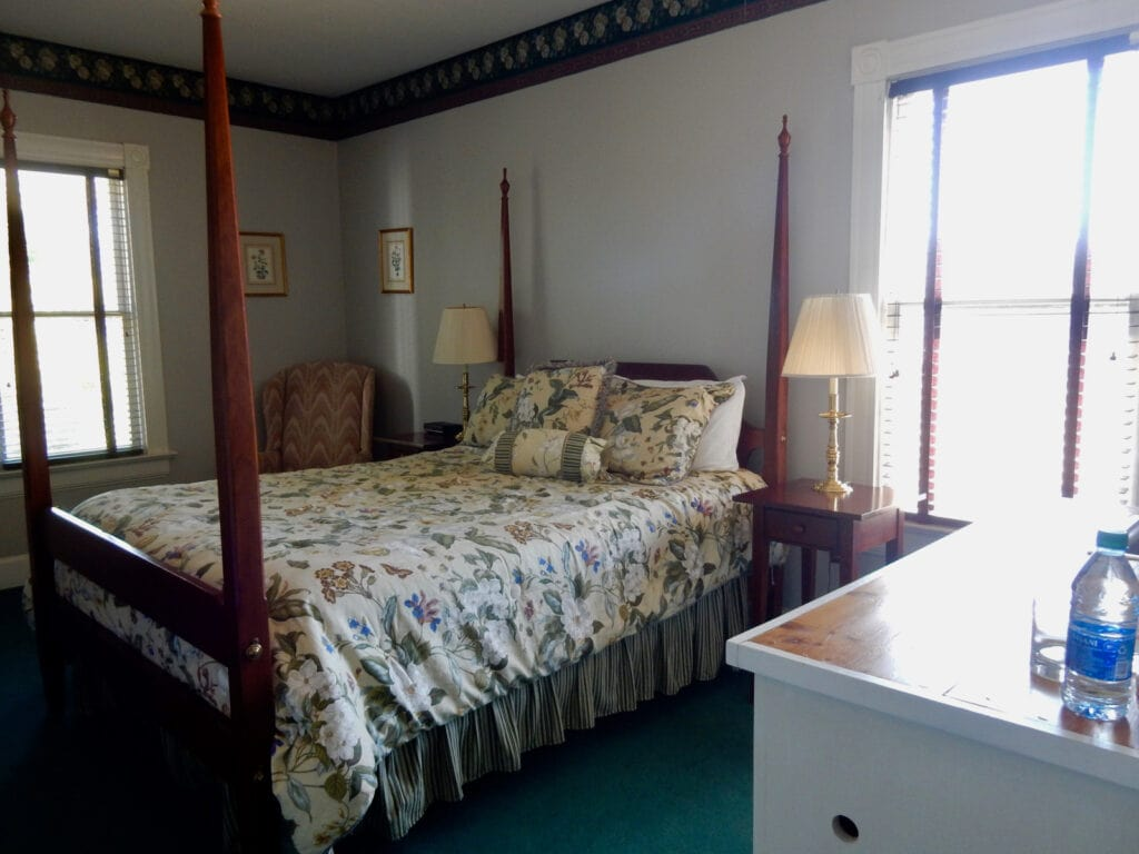 Inn Guest room with floral design