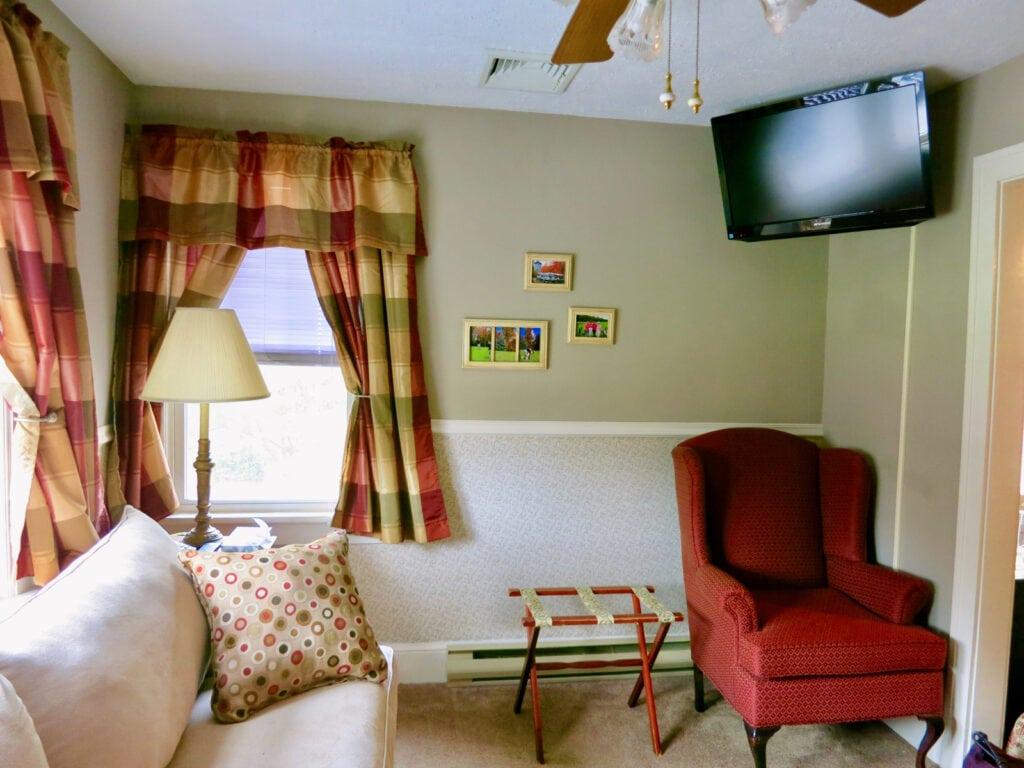 Mountaintop Lodge Guest Room Poconos PA