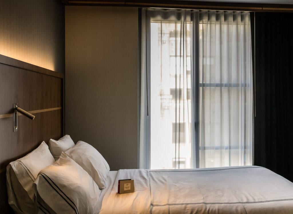Crowne Plaza HY36 guest room