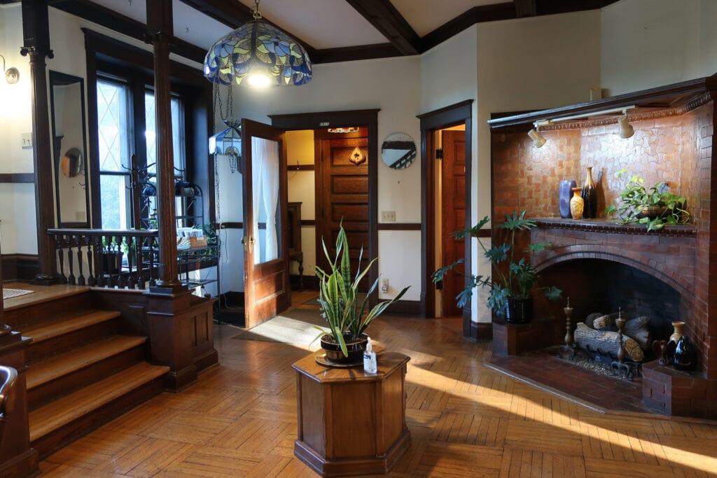 Friendly-City-BnB-entry-foyer-Harrisonburg-VA