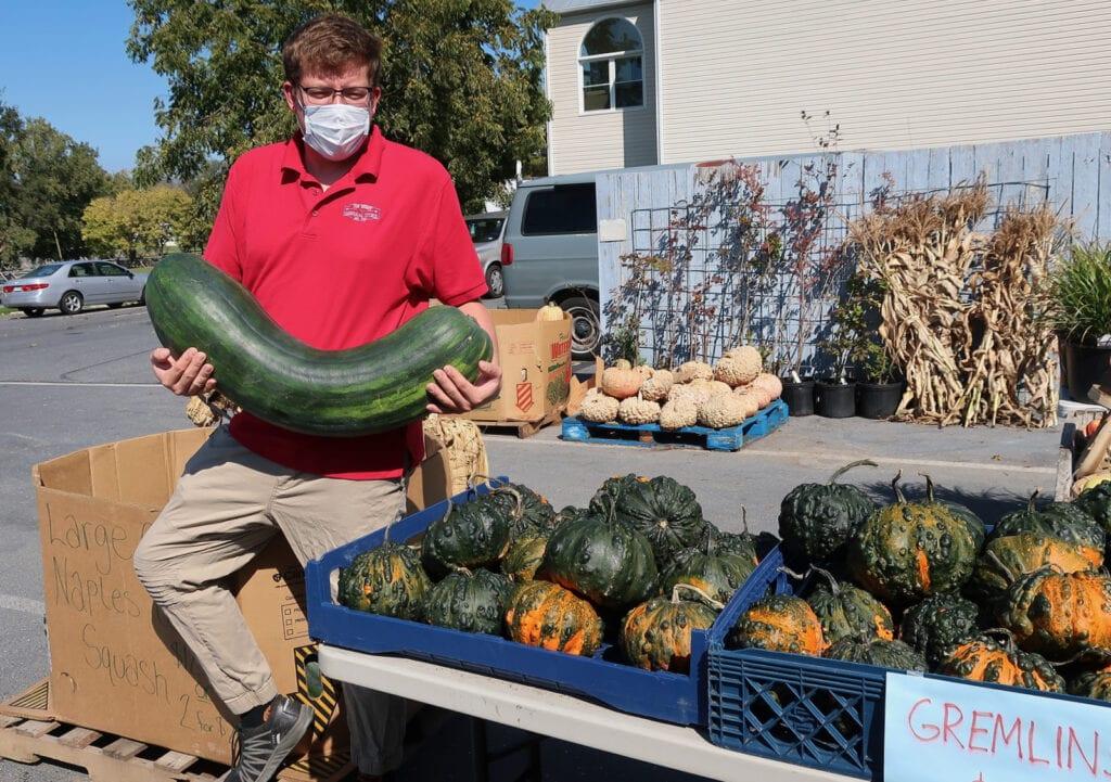 Jon-Henry-holding-Mega-squash-New-Market-VA