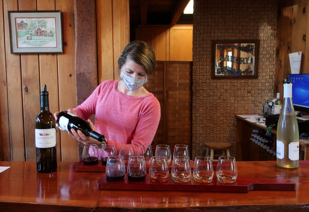 Shenandoah-Vineyards-Tasting-Room-VA