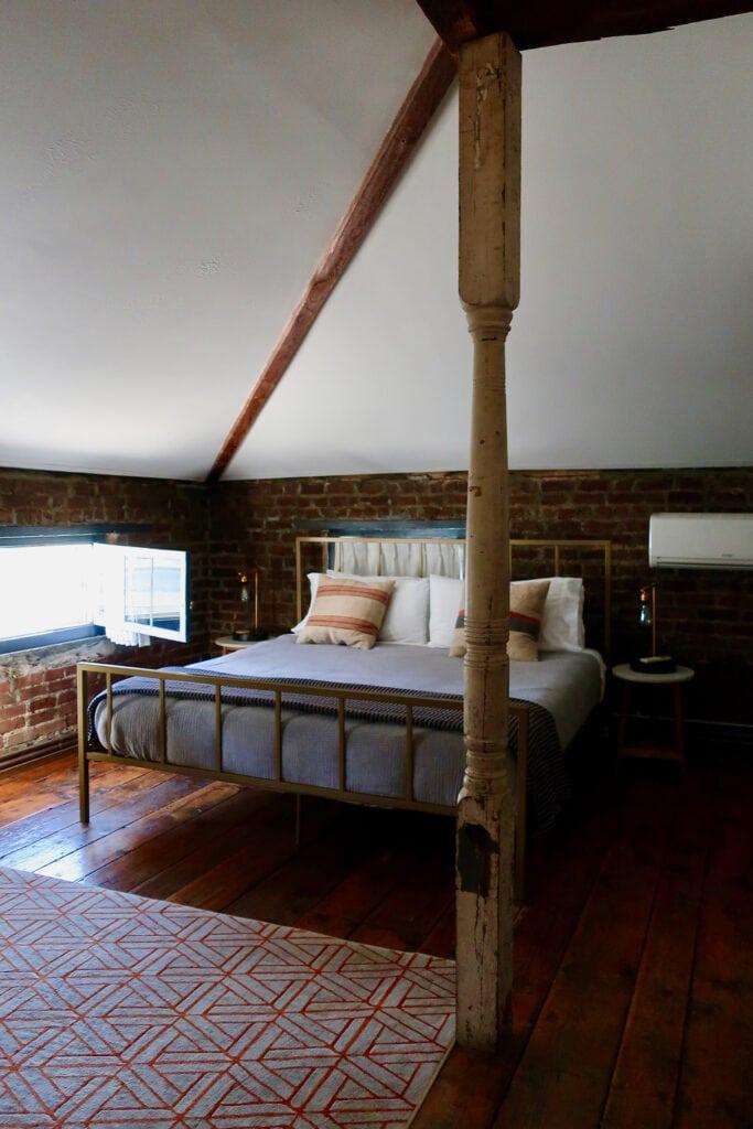 Erden-Room-Forsyth-BB