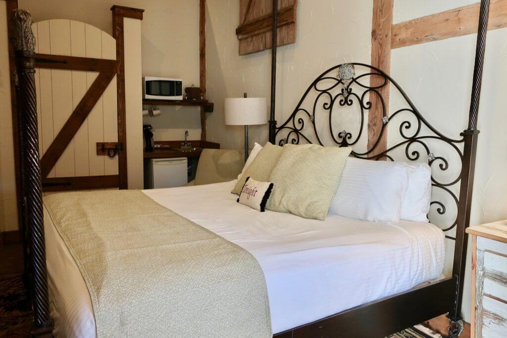 Amos-King-Suite-Leola-Village-Inn-PA