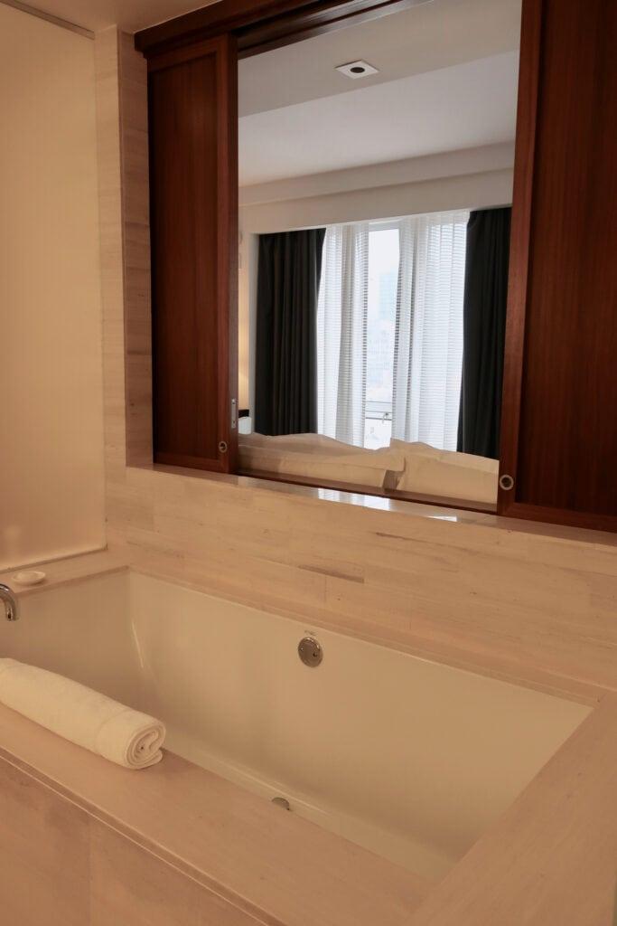 Bathtub to bed access at Langham NY