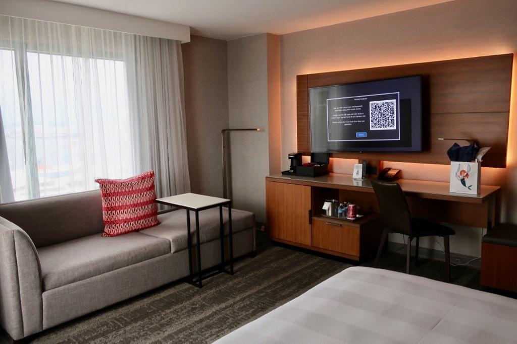 Corner Guest Room Marriott Norfolk VA Waterfront