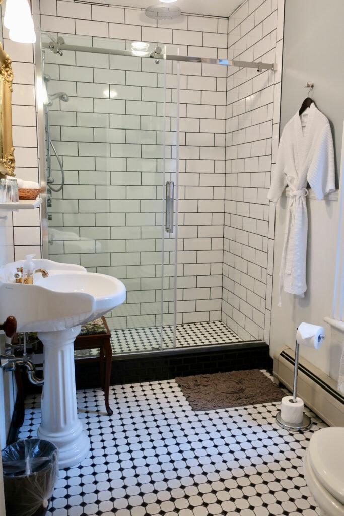 Gorgeous Bathrooms Rosemont Inn Utica NY