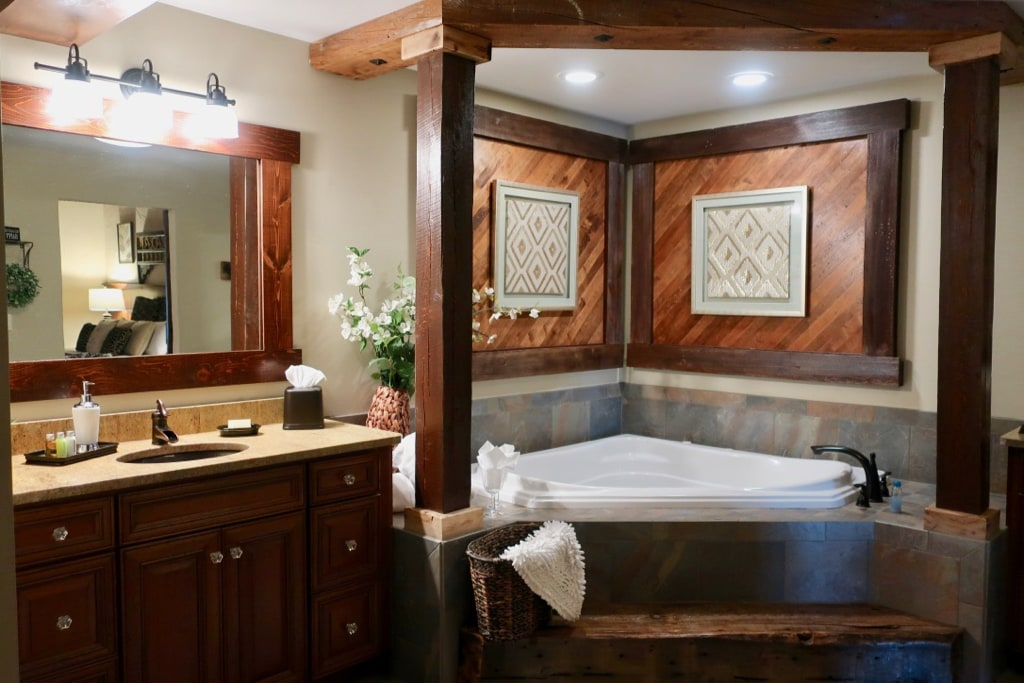 Jacuzzi tub in large Diamond Suite Bathroom Rusty Rail Brewing Suites PA