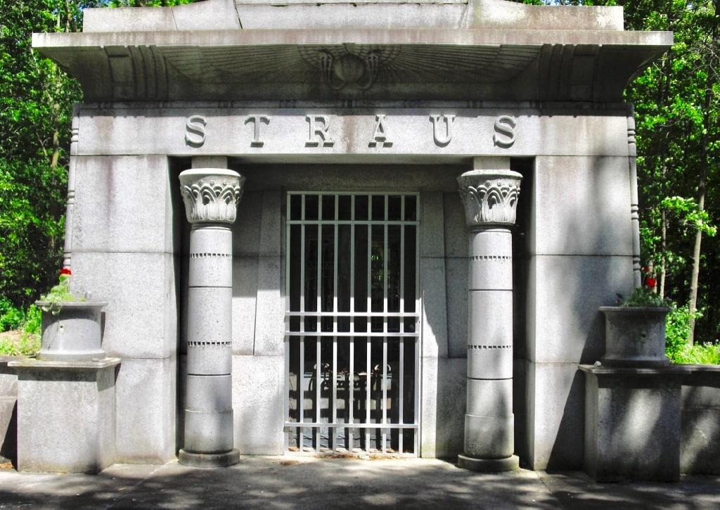 Straus Family gravesite in Ligonier IN
